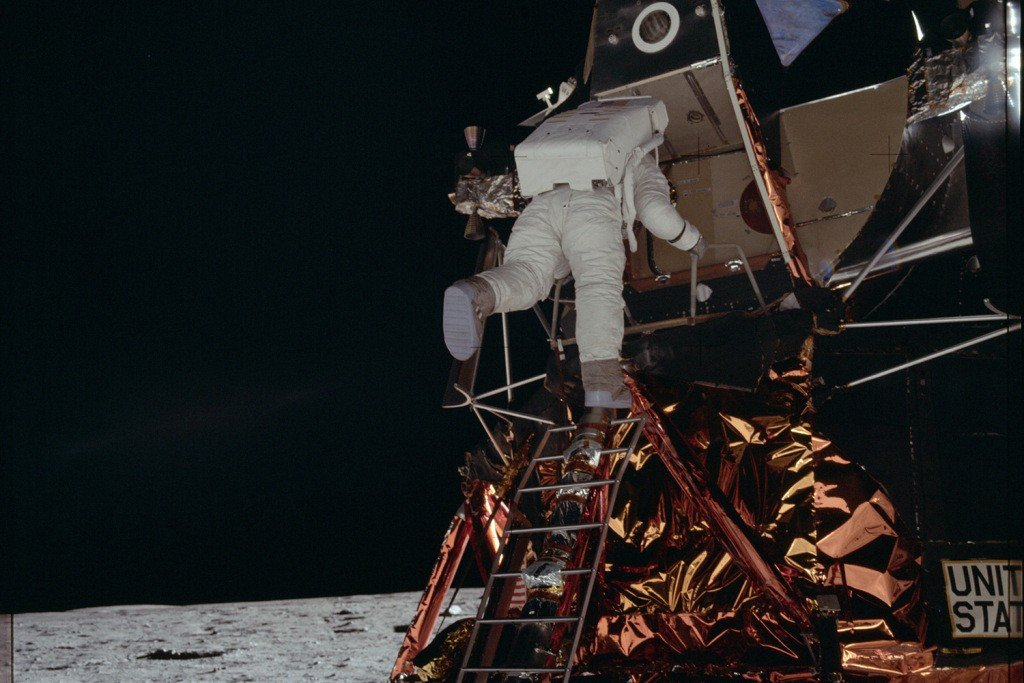 nasa-releases-moon-mission-images-03