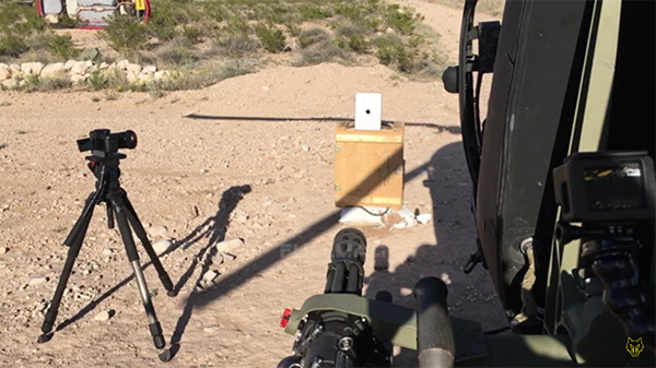 iphone-6-and-ipad-air-2-meets-mh-6-heli_00