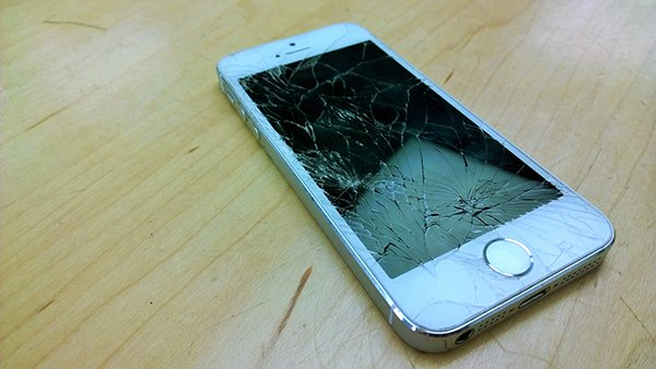 why-your-phone-always-lands-screen-down-and-broken_00