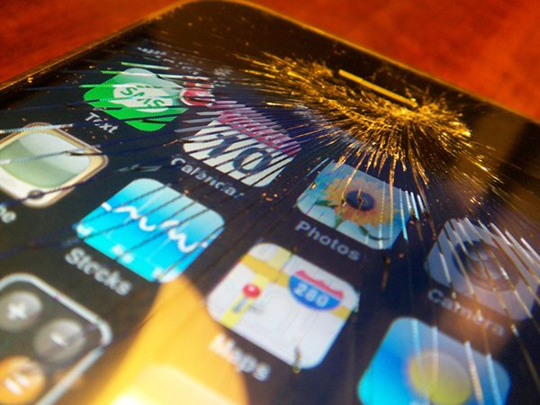 why-your-phone-always-lands-screen-down-and-broken_03