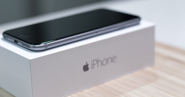 6-employee-steal-200-iphone-6-take-out-by-something_00