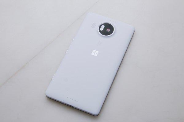 ▲機背有 Windows 10 的標誌
