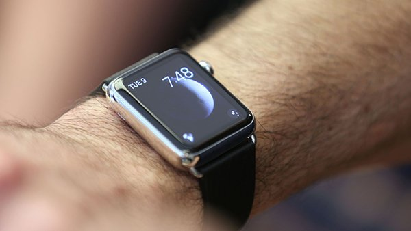 a-half-of-people-are-suing-nose-to-touch-apple-watch_00
