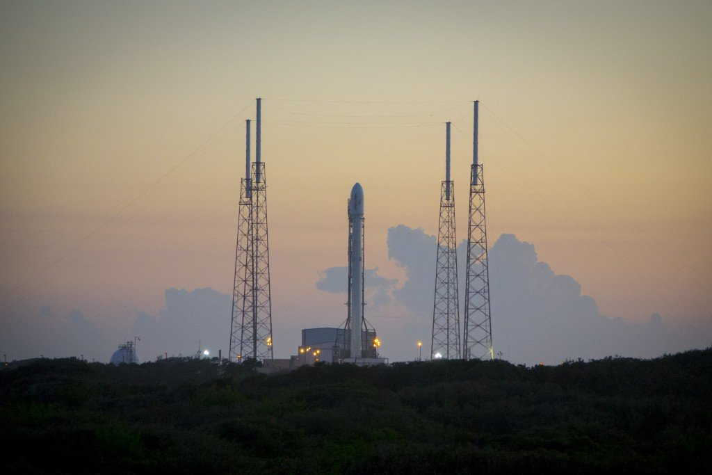 space-releases-hd-photo-of-falcon-9-mission_01