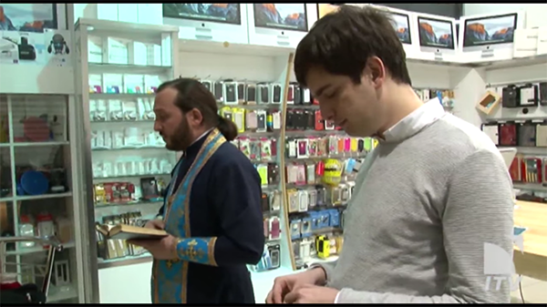 iphone-reseller-pray-the-god-for-a-better-sales_00
