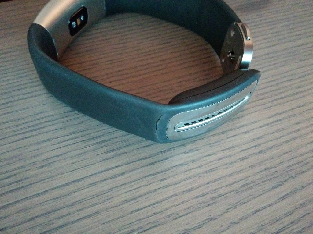 microsoft-s-band-2-begins-to-tear-for-some-users-499968-3