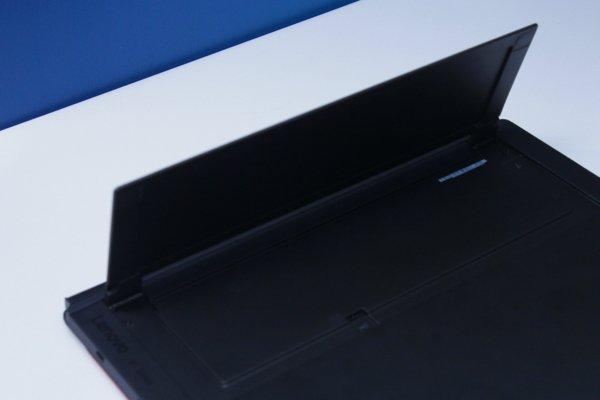 ▲機背和其他Windows 平板一樣設有多角度機座