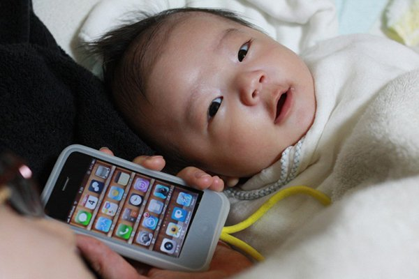 a-chinese-teenager-sold-his-baby-for-an-iphone-and-motorcycle_00
