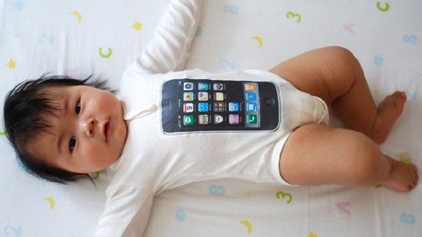 a-chinese-teenager-sold-his-baby-for-an-iphone-and-motorcycle_01