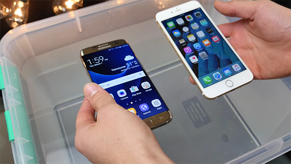 samsung-galaxy-s7-vs-iphone-6s-water-resistant-test_01