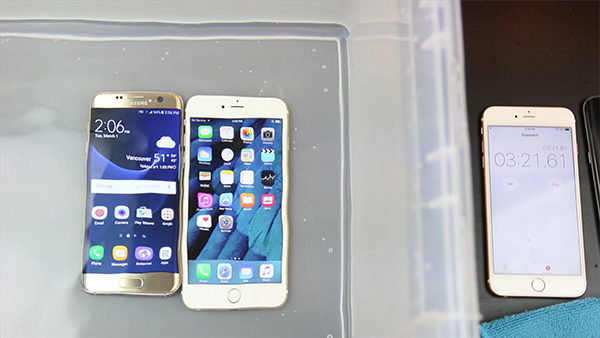 samsung-galaxy-s7-vs-iphone-6s-water-resistant-test_02