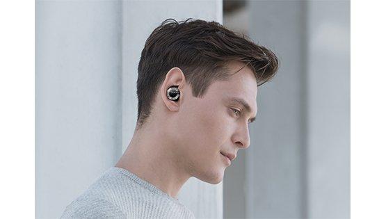 carousel-Onkyo-W800BT-black-true-wireless-headphones-lifestyle