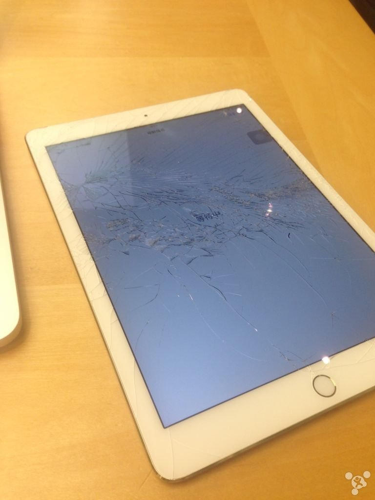 chinese-netizen-breaks-ipad-air-2-and-replaced-in-hong-kong_04