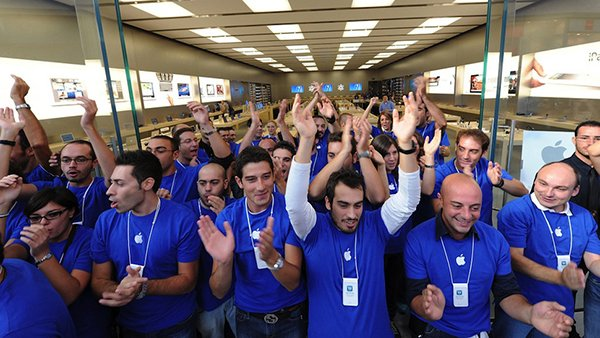 former-apple-store-employee-tells-their-exp_00