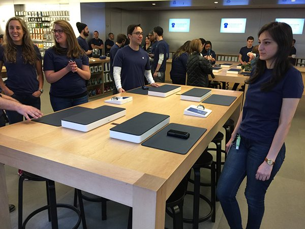 former-apple-store-employee-tells-their-exp_02