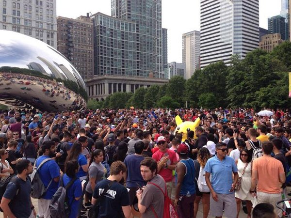 5000-pokemon-go-player-are-catching-pokemon-together-in-chicago_00