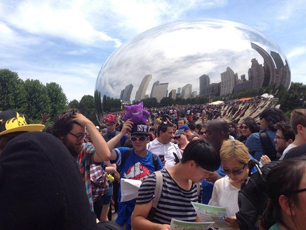 5000-pokemon-go-player-are-catching-pokemon-together-in-chicago_01