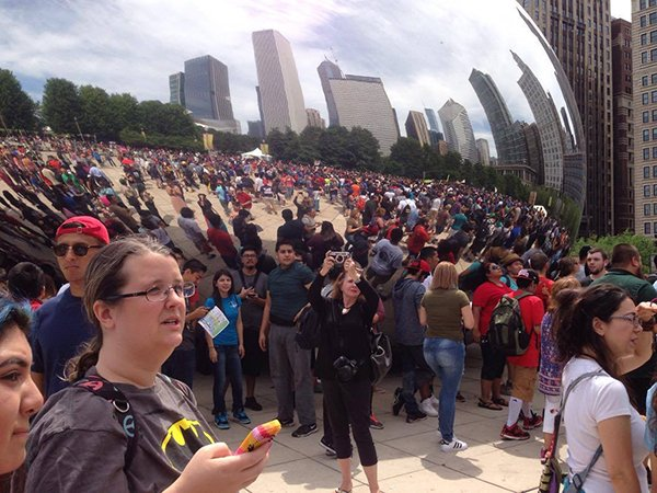 5000-pokemon-go-player-are-catching-pokemon-together-in-chicago_06
