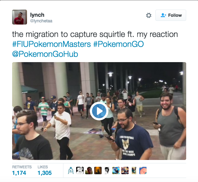 half-hundred-people-play-pokemon-go-outside-street-for-a-squirtle_01