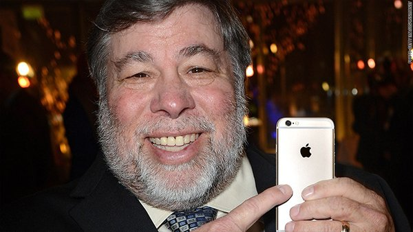 apple-founder-steve-wozniak-say-iphone-7-doesnt-need-to-drop-3-5mm_00