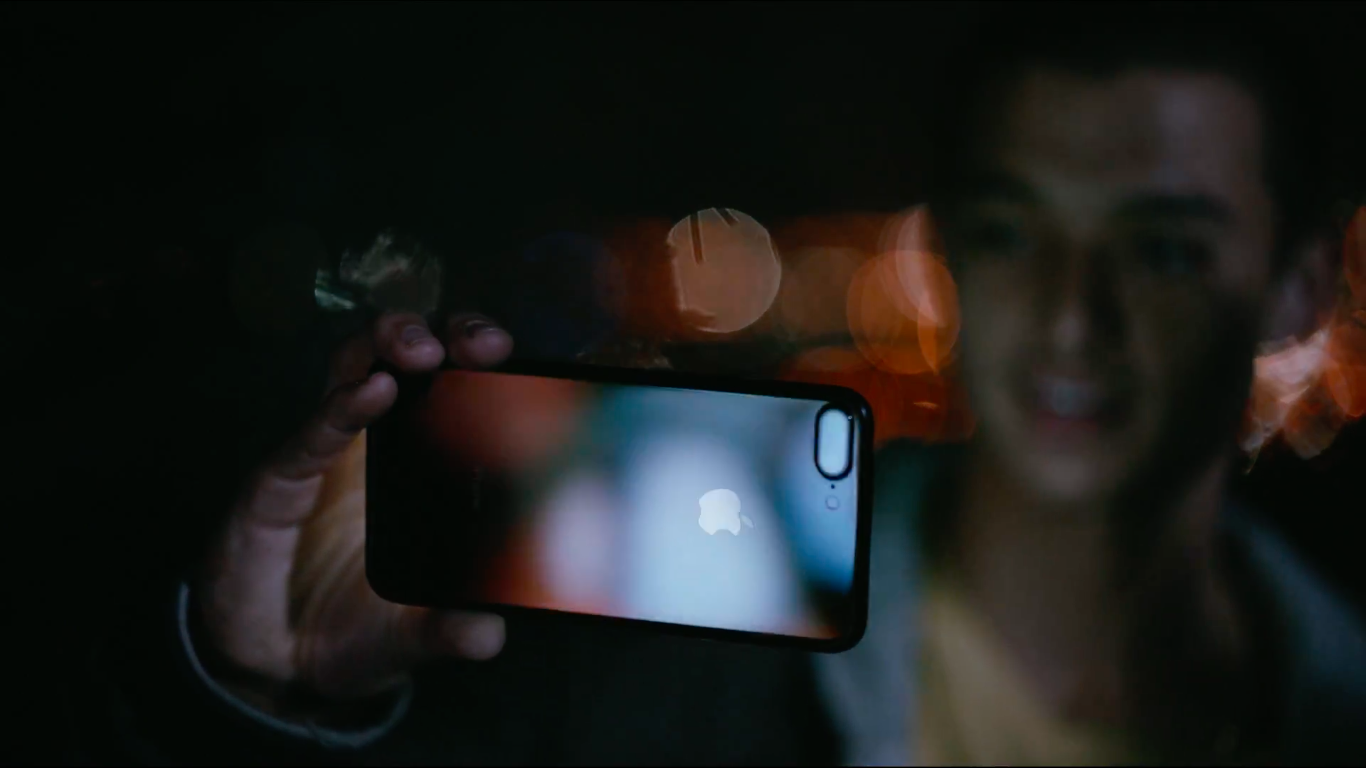 iphone-7-two-ads-water-resistant-low-light-shoot_00