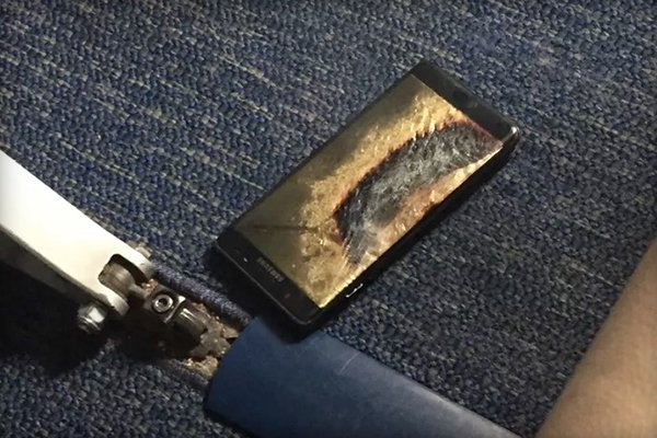 replacement-galaxy-note-7-battery-exploded-in-the-plane_00