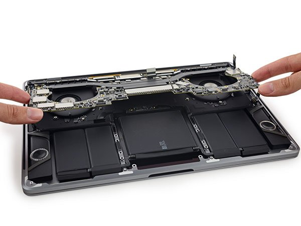 ifixit-macbook-pro-with-touch-bar-teardown_03