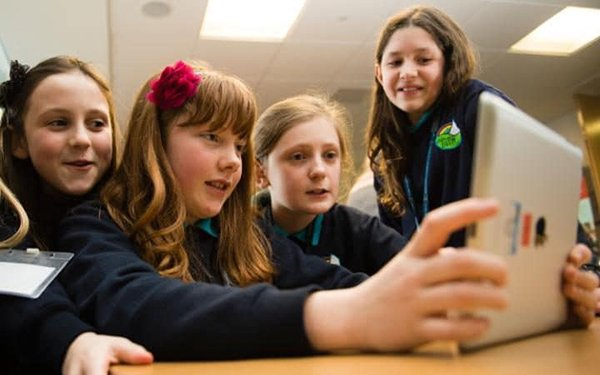 uk-minister-urges-school-to-stop-using-ipads-in-lessons_00